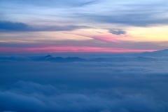 Dämmerung über den Wolken Lizenzfreie Stockfotografie