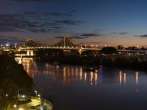 Dämmerung über der Geschichten-Brücke Stockfoto