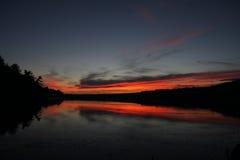 Dämmerung über See in Neu-England Stockfotografie
