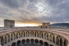 Dämmerung auf Bellver-Schloss, Mallorca lizenzfreie stockbilder