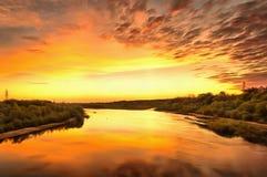 Dämmerung auf dem Fluss Lizenzfreies Stockfoto