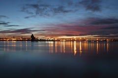 Dämmerung auf dem Fluss Mersey stockbild