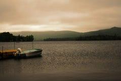 Dämmerung auf dem See Stockbilder