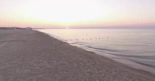 Dämmerung auf dem Strand stock footage