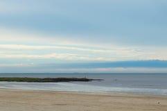 Dämmerung auf der Küste Lizenzfreie Stockbilder