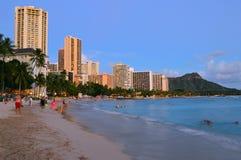 Dämmerung auf Waikiki stockfotos
