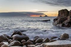Dämmerung an Bucht Porth Nanven Stockfotografie