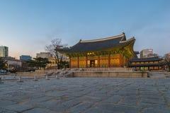 Dämmerung an Deoksugungs-Palast in Seoul-Stadt, Südkorea Lizenzfreies Stockbild