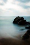Dämmerung durch den Ozean Lizenzfreie Stockfotos