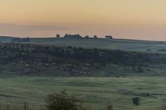 Dämmerung in einer Ostfreistaatlandschaft in Südafrika Lizenzfreie Stockbilder