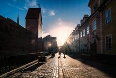 Dämmerung in Riga lettland lizenzfreies stockbild