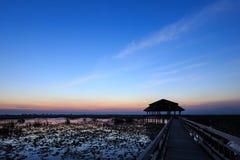 Dämmerung am See in Sam Roi Yod National Park Lizenzfreies Stockbild