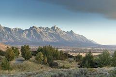 Dämmerung und eine Wetterfront über dem großartigen Tetons von der Frühlings-Nebenfluss-Ranch Jackson lizenzfreie stockbilder