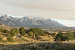 Dämmerung und eine Wetterfront über dem großartigen Tetons von der Frühlings-Nebenfluss-Ranch Jackson stockbild