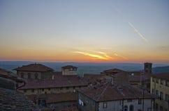 Dämmerung von Cortona-Dachspitze lizenzfreie stockfotografie