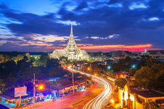 Dämmerung, Wat Sothon Wararam Worawihan, Chachoengsao-Provinz, Markstein von Thailand Stockbild