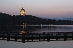 Dämmerung in Westsee von Hangzhou, China Lizenzfreie Stockfotografie