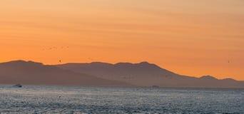 Dämmerungs-Himmel über dem Pazifischen Ozean stockfotos