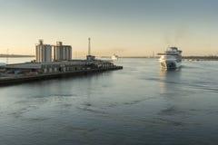 Dämmerungsankünfte in Southampton stockfoto