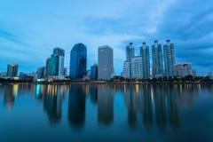 Dämmerungsansicht von Bangkok-Stadt stockbild
