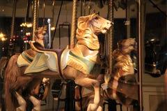 Dämmerungsbild der Karussellfahrt mit handcarved Pferden, Kongresspark, Saratoga Springs, New York, 2016 Lizenzfreie Stockbilder