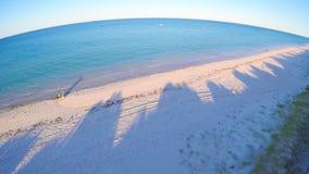 Dämmerungsvogelperspektive des australischen Südstrandes mit der Sonne, die über Adelaide steigt Stockfotografie