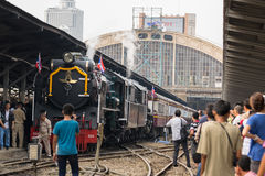 Dämpfen Sie Zug an der Reichsbahn von Thailand 119 Jahre Jahrestag Lizenzfreie Stockfotografie