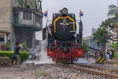 Dämpfen Sie Zug an der Reichsbahn von Thailand 119 Jahre Jahrestag Lizenzfreie Stockbilder