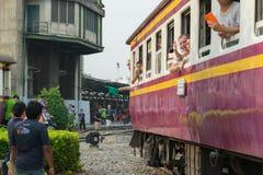 Dämpfen Sie Zug an der Reichsbahn von Thailand 119 Jahre Jahrestag Stockfotografie