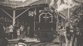 Dämpfen Sie Zug an der Reichsbahn von Thailand 119 Jahre Jahrestag Stockbild