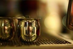 Dämpfende Pitcher des Espressos Lizenzfreies Stockfoto