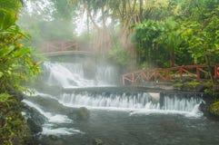 Dämpfende Wasserfälle Lizenzfreie Stockfotografie