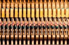 Dämpfer des aufrechten Klaviers Stockfotos