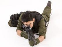 Dämpfungsregler-Soldat in der vornübergeneigten Haltung Lizenzfreies Stockbild