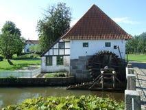2008 dänemark Aabenraa Brundlund-Schloss, watermill Lizenzfreie Stockfotografie