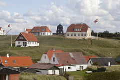 Dänische Flaggen fliegen Stockbilder