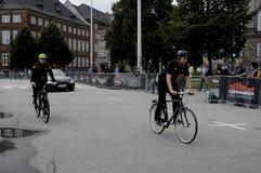 DÄNISCHE POLIZEI REITET FAHRRÄDER Lizenzfreie Stockfotografie