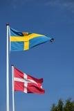 Dänische und schwedische Flagge zusammen lizenzfreie stockfotos