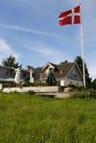 Dänisches Gasthaus mit Markierungsfahne lizenzfreie stockfotos