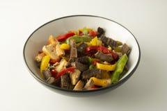 Dłoniaka mięso z warzywami na białym tle dinner smakowity lunch Assian, chiński jedzenie zdrowa żywność zdjęcie stock
