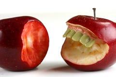 dålig frukt går Arkivfoton