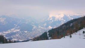 Dålig Ischl dal från monteringen Katrin, Salzkammergut, Österrike arkivfilmer