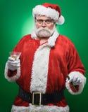 Dålig jultomten med en Martini och en cigarr Royaltyfri Bild