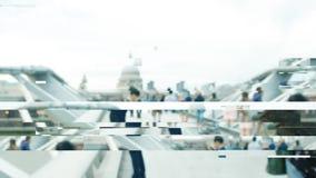 Dålig signal för Digital tekniskt fel över den London milleniumbron stock video