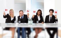 dåliga tecken för ställning för holdingdomarepanel Fotografering för Bildbyråer