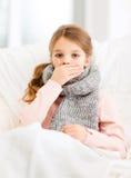 Dåligt flicka med hemmastadd influensa royaltyfria bilder