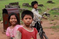dåligt le för kambodjanska ungar Royaltyfri Bild