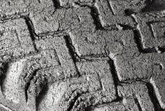 Dåligt sprucken gummihjuldäckmönster Fotografering för Bildbyråer