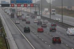 Dåligt väder på motorwayen för britt M1 Arkivfoto