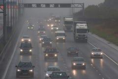 Dåligt väder på motorwayen för britt M1 Arkivbilder